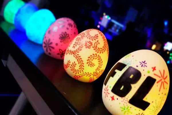 DIY Light up Easter Eggs for the most epic Egg Hunt!